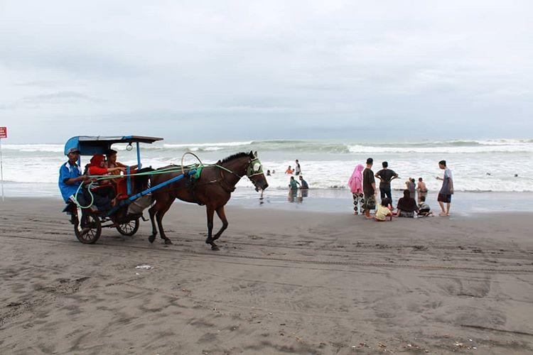 Pantai Parangtritis sumber ig @evi_novita7sari