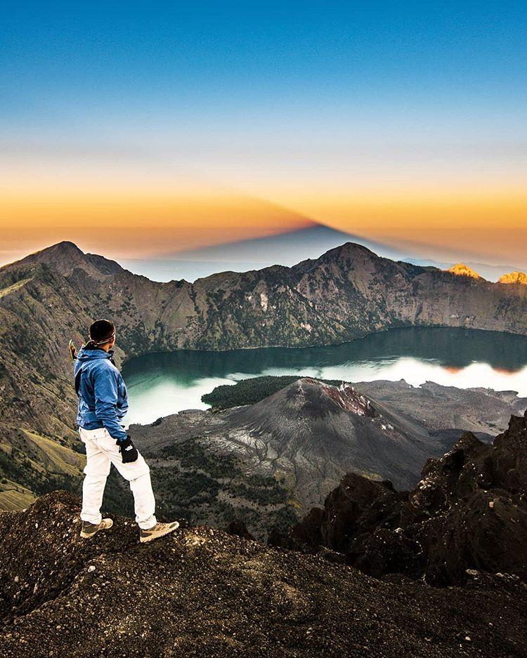 Gunung Rinjani sumber ig @adhinagara