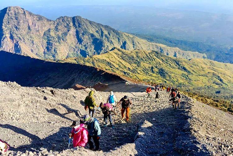 Gunung Rinjani sumber ig @bg_riyyan