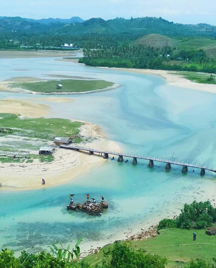 Pantai Seger sumber ig @lombokguardian