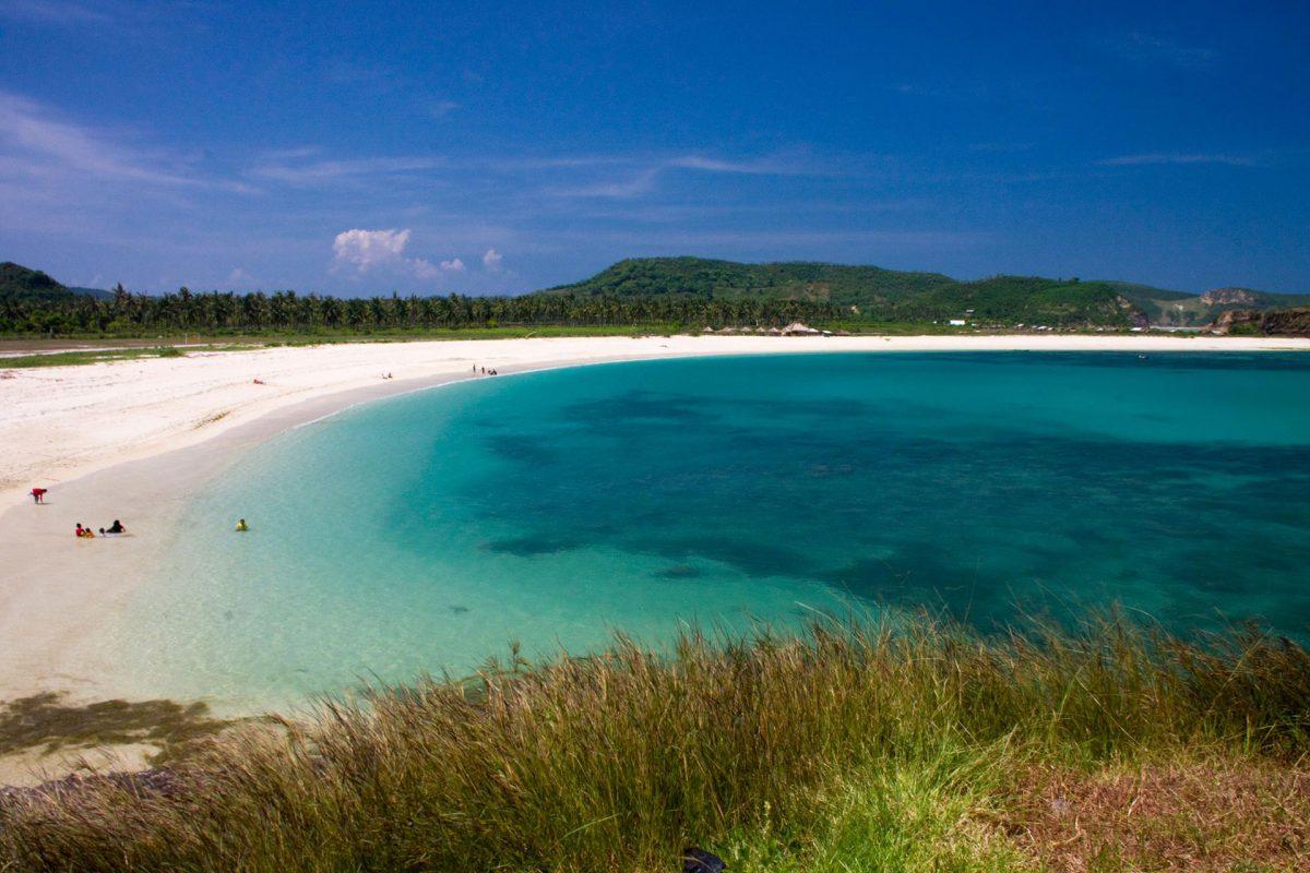 Pantai Tanjung Aan sumber (Arsip Alfarabi)