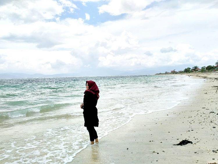 Pasir di pantai Lakey Dompu, sumber ig @andrianilestari28