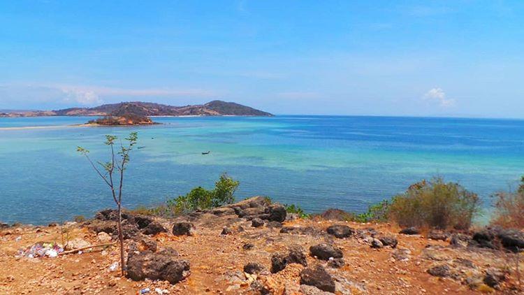 Foto dari jauh penampakan pantai Lariti Sape Bima, sumber ig @rizkaf3ani