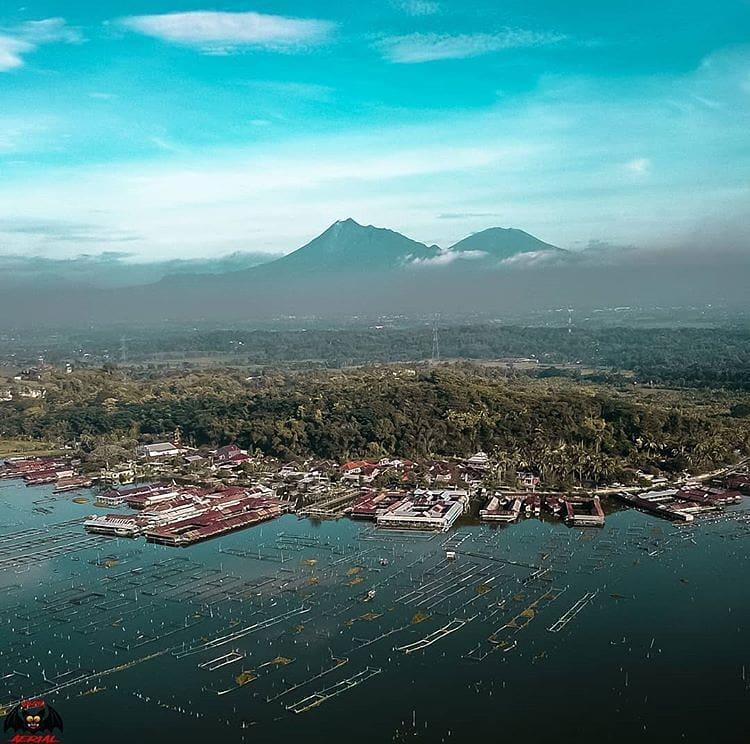 Foto udara kawasan wisata Rowo Jombor Klaten, sumber ig @niko_pawinta