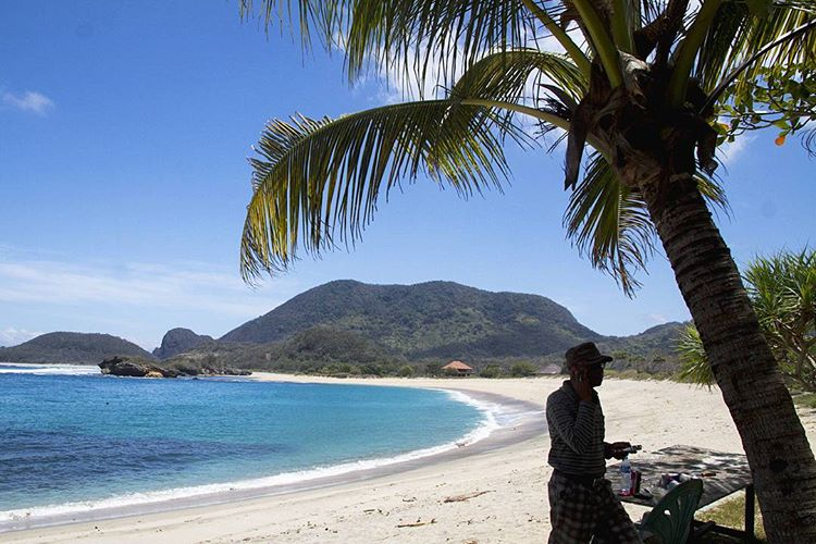 Pemandangan di pantai Rantung Sumbawa Barat, sumber ig @kulicitra