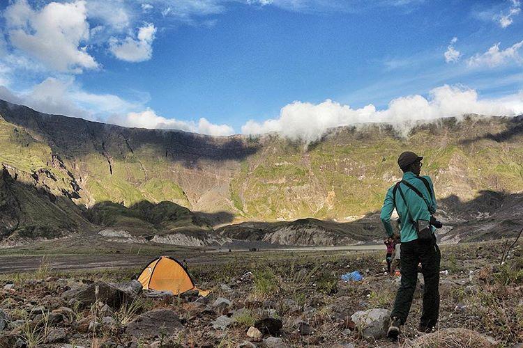 Pendaki berkemah di Gunung Tambora, sumber ig @visit_tambora