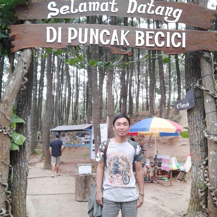 Gerbang selamat datang di puncak Becici Jogja, sumber ig @prema_cbmerah354