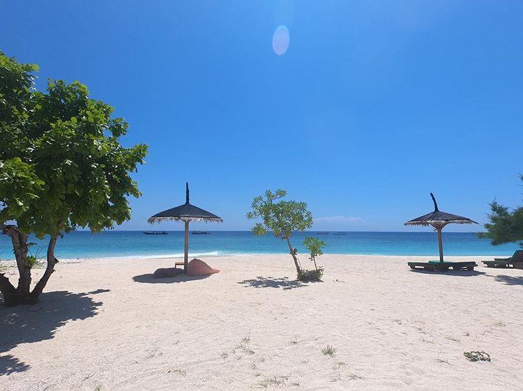 Pantai pasir putih di Gili Meno Lombok, sumber ig @emilstlund