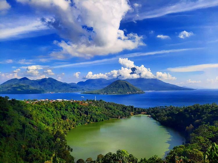 Danau Tolire Maluku dari bukit, sumber ig @teddy_memed