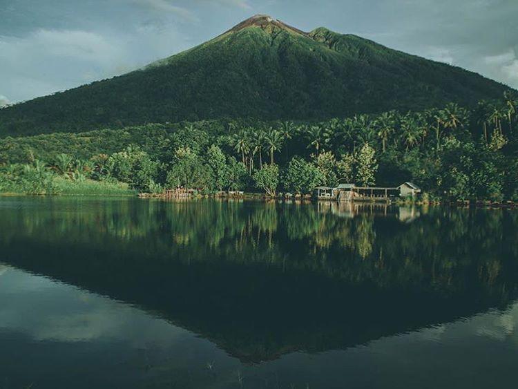 Foto pemandangan danau Tolire kecil, sumber ig @m.adriyansyahs