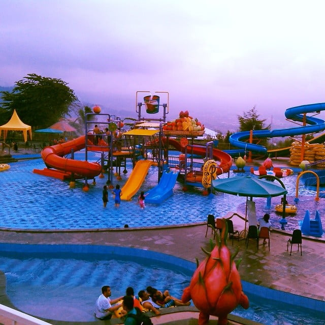 Seluncuran dan kolam buah naga di Kusuma Waterpark Malang, ig grandchiefer