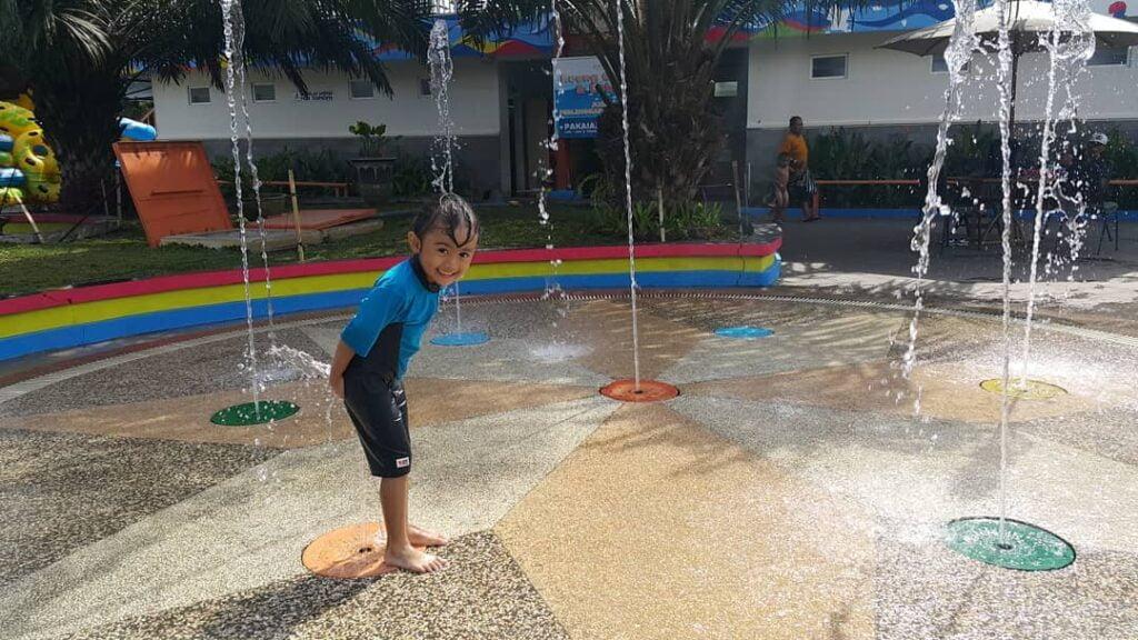 Wahana watersplash di Kusuma Waterpark Malang, ig fanieferonica