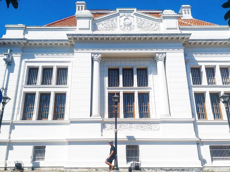Foto bangunan De Javasche Bank Surabaya, ig laurentiuslei
