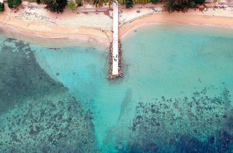 Foto bibir pantai pulau Hatta di Maluku, ig saddambsf