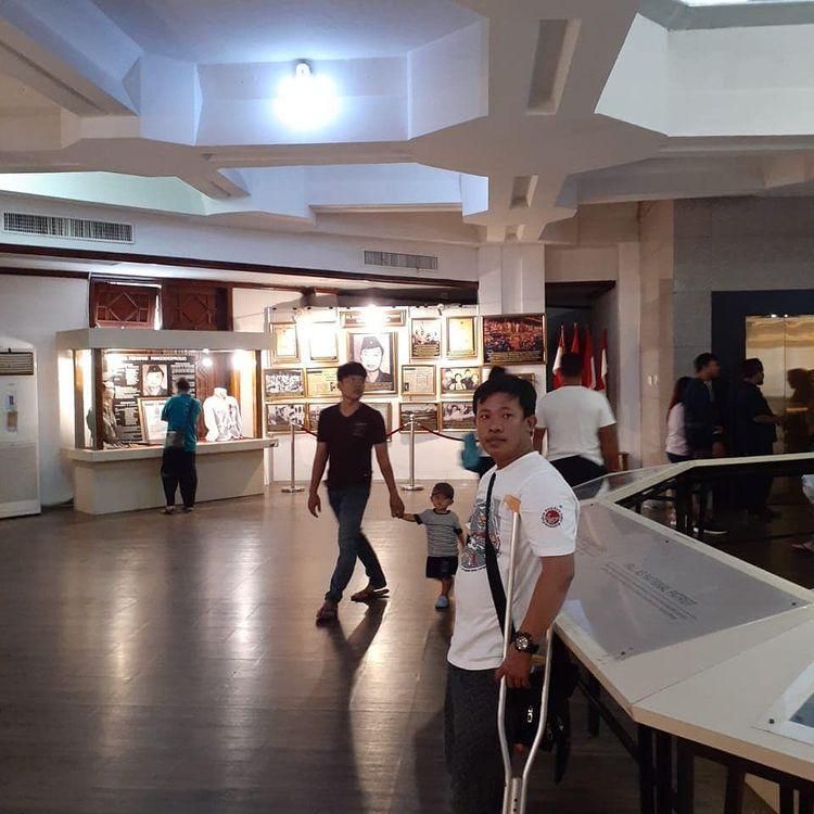 Foto interior museum Sepuluh Novemver Surabaya, ig ali_muntaka