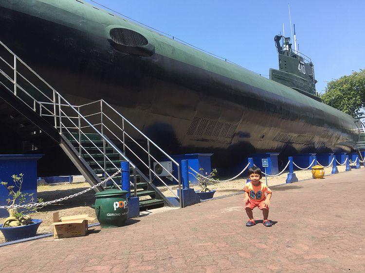 Foto monumen kapal selam di Surabaya, ig matzenmatzen