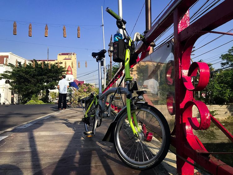 Foto sepeda pengjunjung jembatan Merah Surabaya, ig imynegara