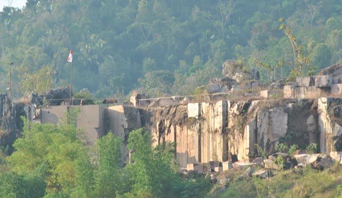 Bukit Marmer yang ada di Magelang, satu-satunya di Indonesia. Sumber: inilahonline.co